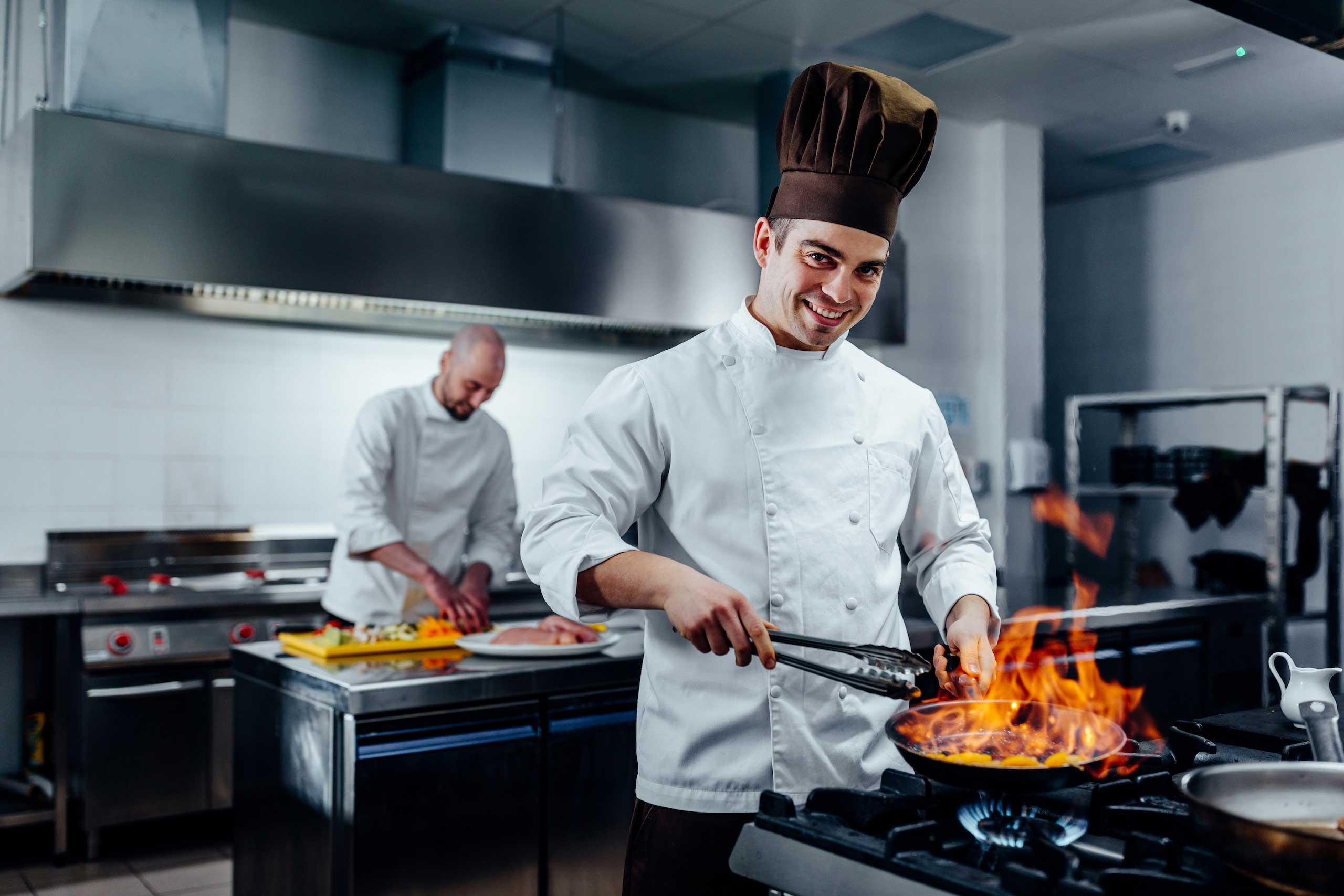 lavorare-come-aiuto-cuoco